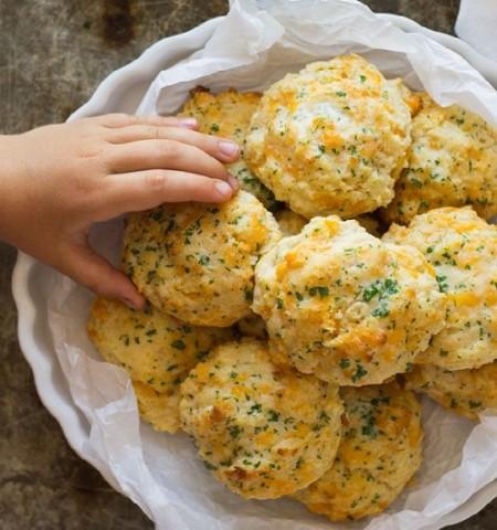 طريقة عمل بسكويت مالح بالجبن الشيدر