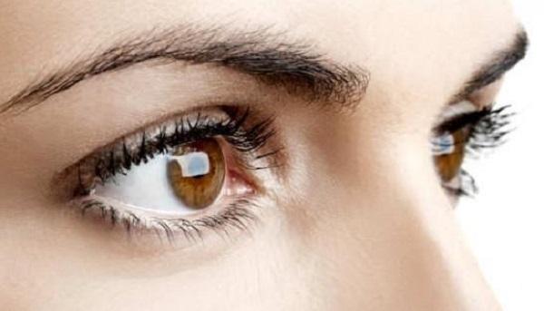 احمرار العين بعد النوم