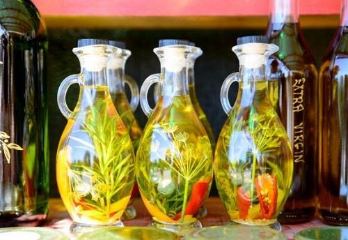 كيفية تنظيف البقع والزيت من العبوات الزجاجية