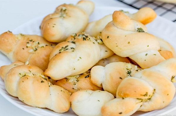 طريقة عمل خبز ايطالي بالثوم