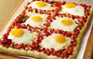طريقة عمل بيتزا بالبيض و المرتديلا