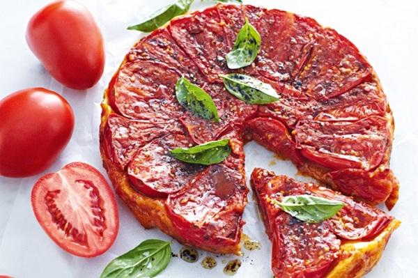 بيتزا بالطماطم