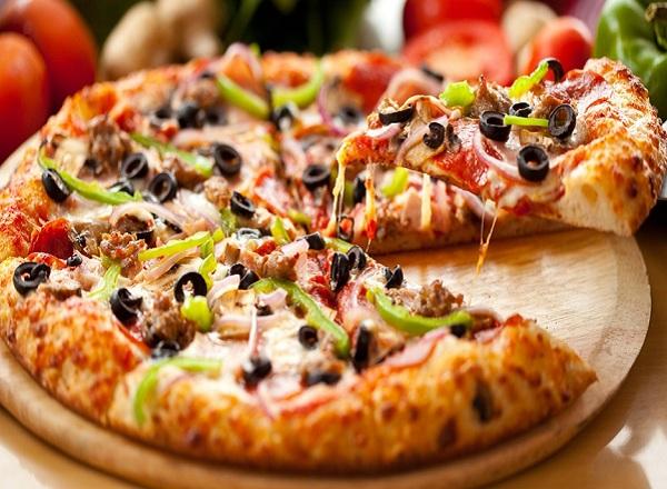 بيتزا سريعة بدون فرن