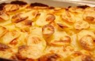 طريقة عمل بطاطس بالبشاميل والجبنة