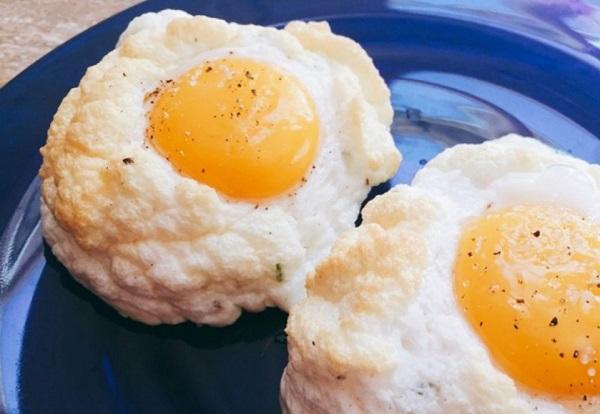 بيض عيون بالفرن