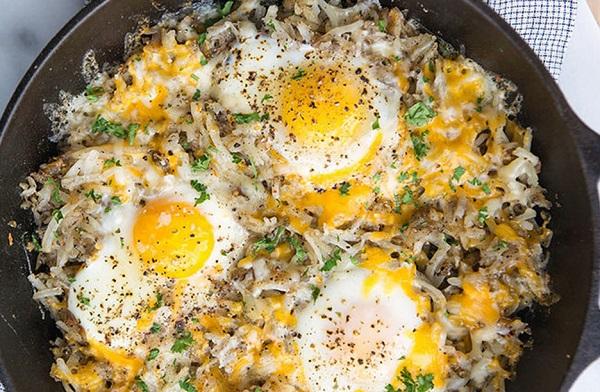 طريقة عمل بيض مقلي بالبطاطس