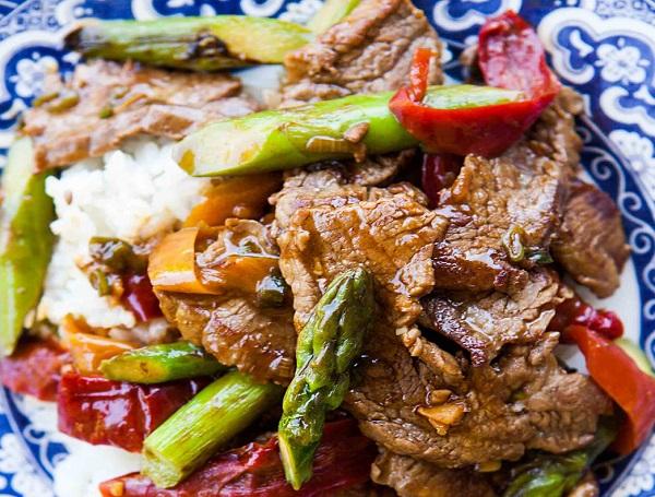 طريقة عمل شرائح اللحم بالخضار