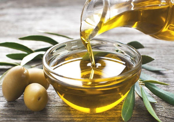ما هي فوائد زيت الزيتون للوجه الجاف و الدهني و التجاعيد