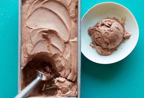 اسهل طريقة لعمل الايس كريم بالشوكولاته بالمنزل طريقة