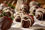طريقة عمل الفراولة بالشوكولاته في البيت
