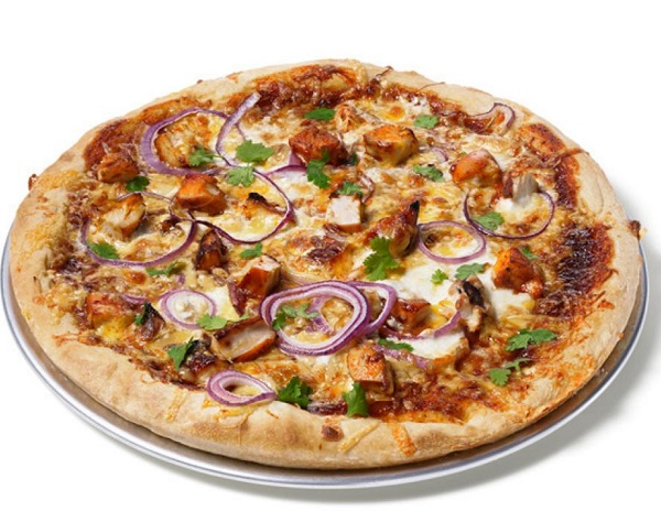 بيتزا الدجاج بصلصة الباربكيو