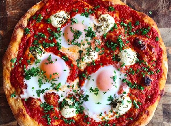 طريقة عمل بيتزا بالبيض السهلة