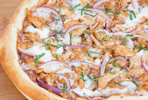 بيتزا بالدجاج والخضار