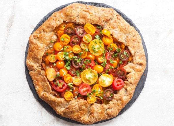 بيتزا بدقيق القمح الكامل