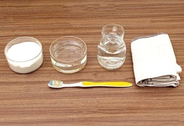 طريقة تنظيف الاحذية البيضاء
