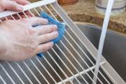 طريقة تنظيف الفريزر من الروائح الكريهة