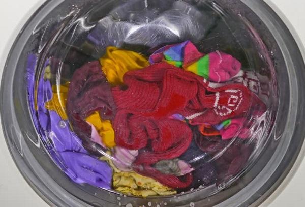 تنظيف الملابس من اختلاط الالوان