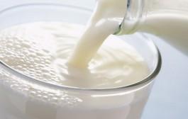 كيفية ازالة بقع الحليب من الملابس