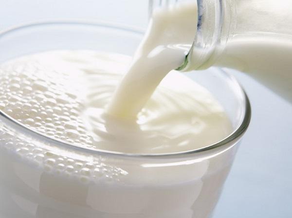 ازالة بقع الحليب من الملابس