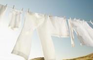 طريقة ازالة بقع العرق من الملابس البيضاء
