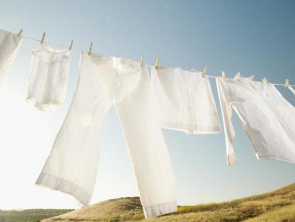 ازالة بقع العرق من الملابس البيضاء