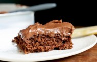 طريقة عمل كيكة الشوكولاته بالصوص هشة ولذيذة