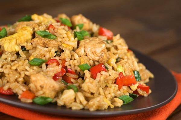 الرز الصيني بالخضار والبيض