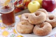 طريقة عمل دونات التفاح بالصور