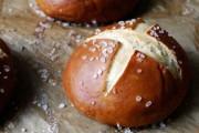 طريقة عمل خبز بريتزل الاصلي