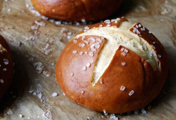 خبز بريتزل الاصلي