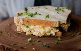 طريقة عمل ساندويش البيض بالمايونيز