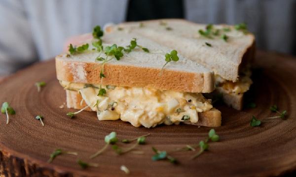 ساندويش البيض بالمايونيز