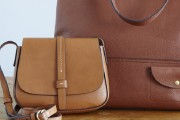 ما هي طريقة تنظيف الحقائب الجلدية ؟