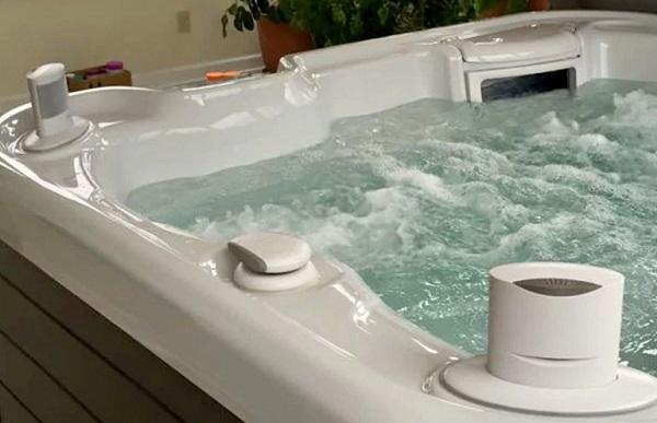تنظيف حوض الاستحمام الجاكوزي