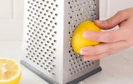 طريقة تنظيف مبشرة الجبن بسهولة