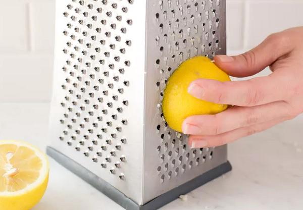 تنظيف مبشرة الجبن بسهولة