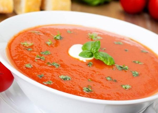 طريقة عمل شوربة الطماطم مع الريحان