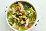 طريقة عمل شوربة نودلز بالدجاج والخضروات