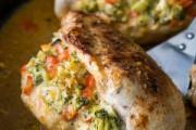 طريقة عمل صدور دجاج محشية بالخضار والجبنة