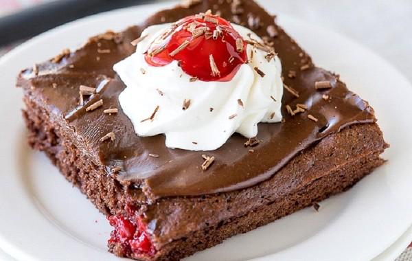 طريقة عمل كيكة شوكولاتة سهلة جدا