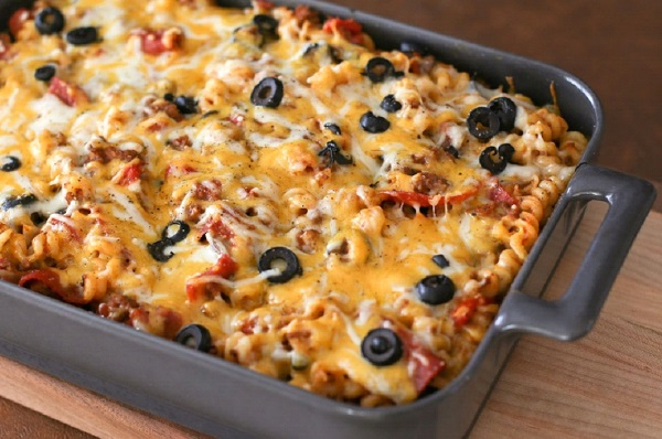 طريقة عمل مكرونة البيتزا باللحم المفروم