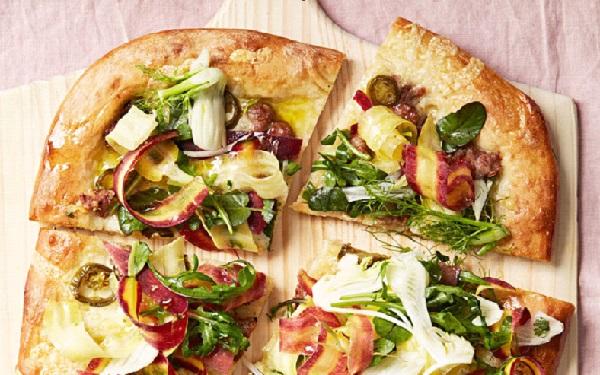 البيتزا الايطالية بالسجق