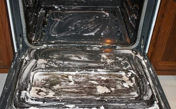 تنظيف الفرن بيكربونات الصوديوم