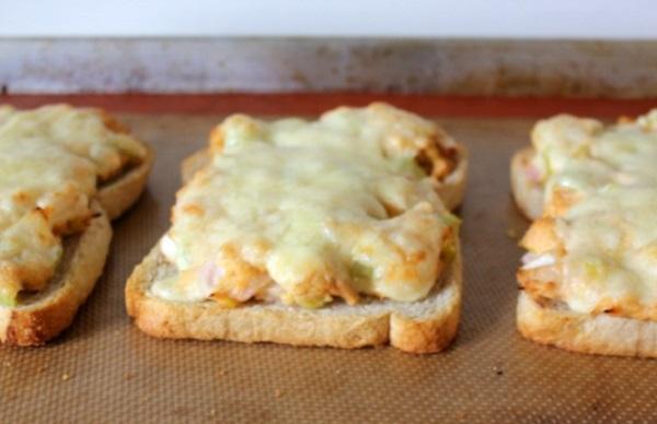 سندويشات التونه بالمايونيز بخبز التوست