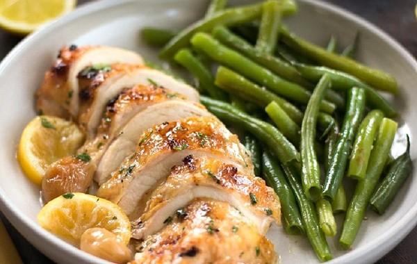 طريقة عمل صدور الدجاج بالليمون والثوم