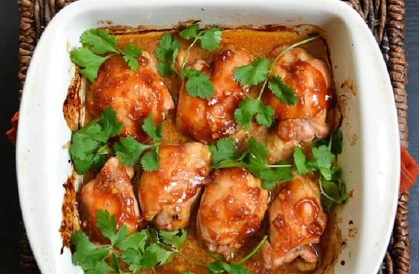 افخاذ الدجاج بالصوص الحار