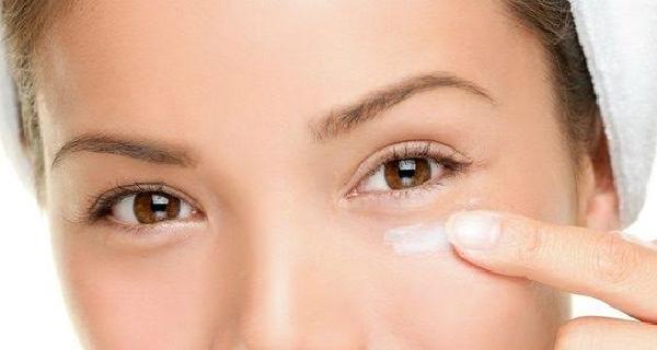 فوائد فيتامين E للعين