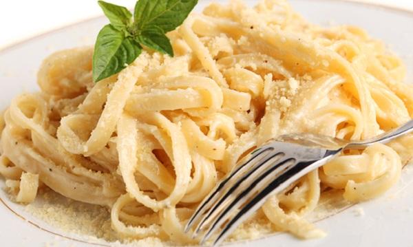 طريقة عمل المكرونة الإيطالية بالصوص الأبيض