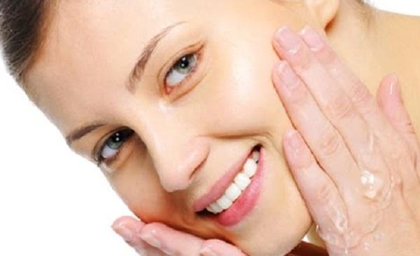 فوائد غسول الوجه المبيض بخلاصة الحليب