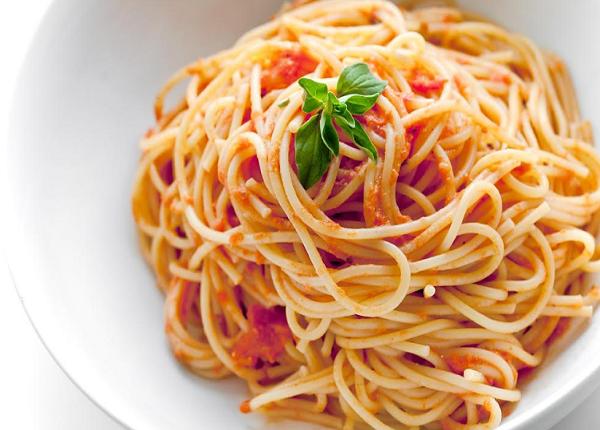 طريقة عمل مكرونة اسباجيتي بالطماطم
